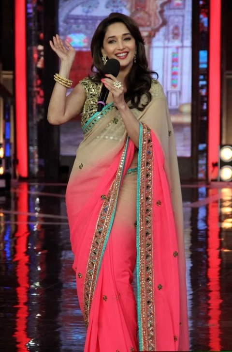 Madhuri-Dixit-Wear-Beautiful-Cute-Pink-Shaded-New-Fashion-Arpita-Mehta-Saree-4
