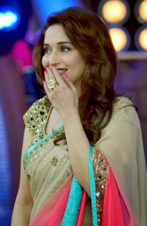 Madhuri-Dixit-Wear-Beautiful-Cute-Pink-Shaded-New-Fashion-Arpita-Mehta-Saree-