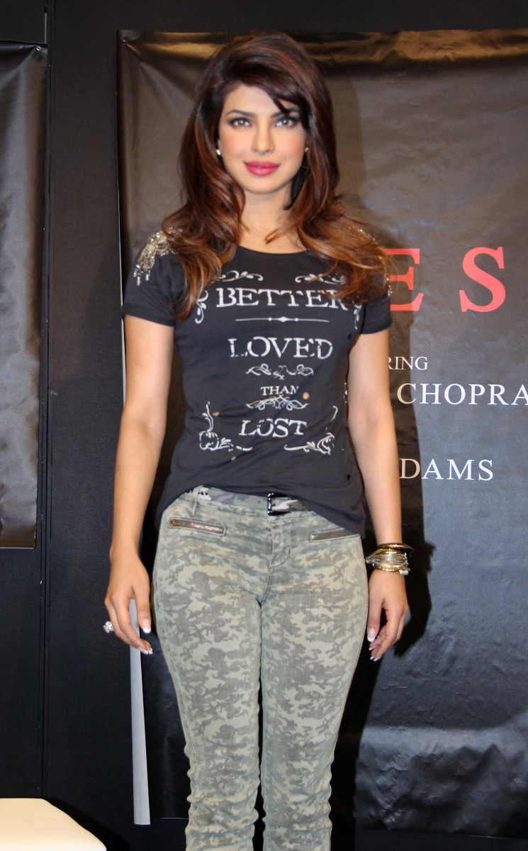 Priyanka-Chopra-Campaign-New-Collection-Of-Guess-Photo-Pictures-6
