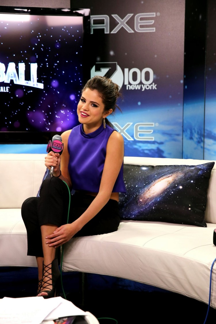 Selena-Gomez-Performs-at-Z100-Jingle-Ball-in-New-York-Image-Pictures-2