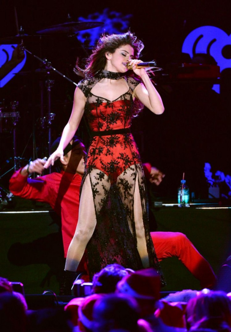 Selena-Gomez-Performs-at-Z100-Jingle-Ball-in-New-York-Image-Pictures-3