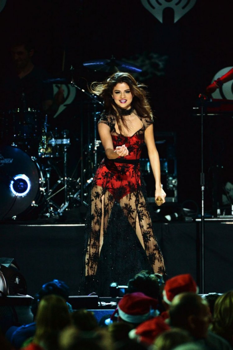 Selena-Gomez-Performs-at-Z100-Jingle-Ball-in-New-York-Image-Pictures-6