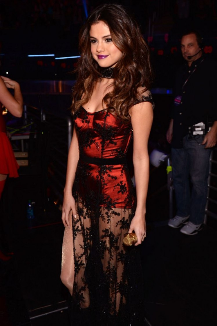 Selena-Gomez-Performs-at-Z100-Jingle-Ball-in-New-York-Image-Pictures-7