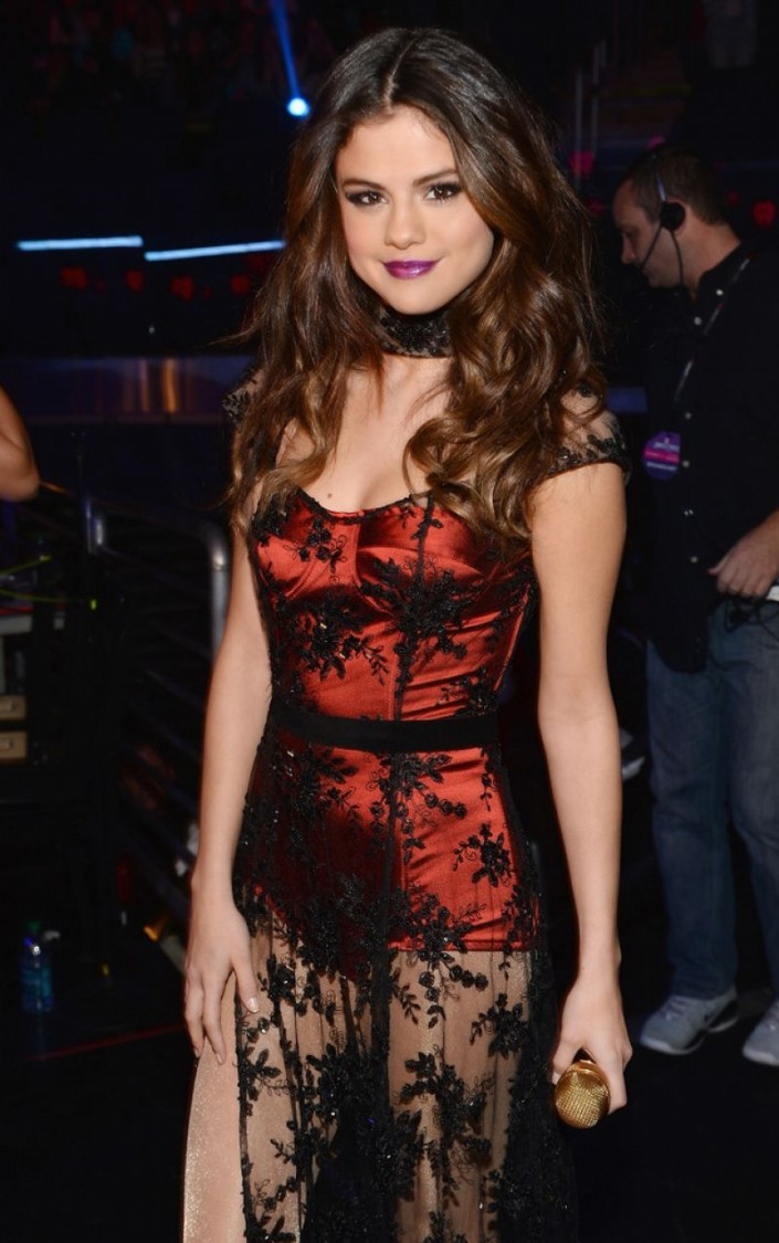 Selena-Gomez-Performs-at-Z100-Jingle-Ball-in-New-York-Image-Pictures-8