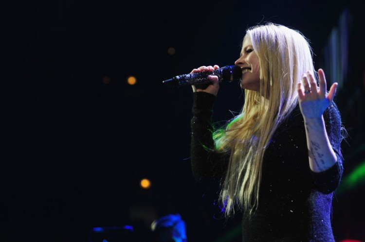 Avril-Lavigne-at-103.5-Kiss-Fm-Jingle-Ball-in-Chicago-Photo-Pictures-1