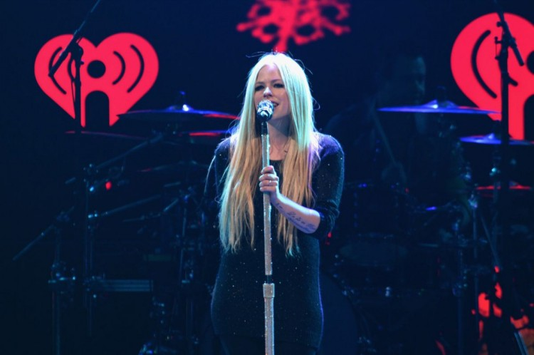 Avril-Lavigne-at-103.5-Kiss-Fm-Jingle-Ball-in-Chicago-Photo-Pictures-3