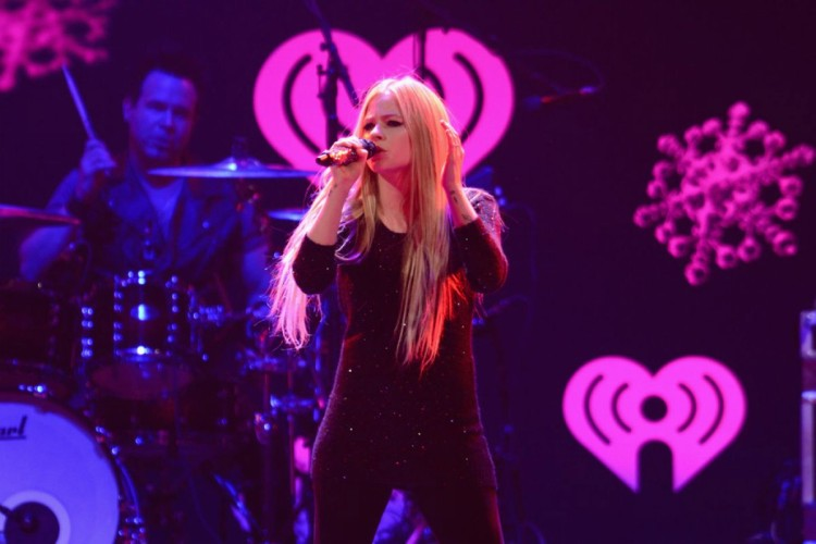 Avril-Lavigne-at-103.5-Kiss-Fm-Jingle-Ball-in-Chicago-Photo-Pictures-4