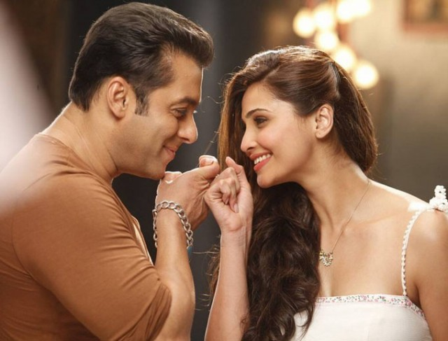 Salman-Khan-Daisy-Shah-at-Bollywood-Indian-Movie-Jai-Ho-Stills-Photoshoot-Pictures-10