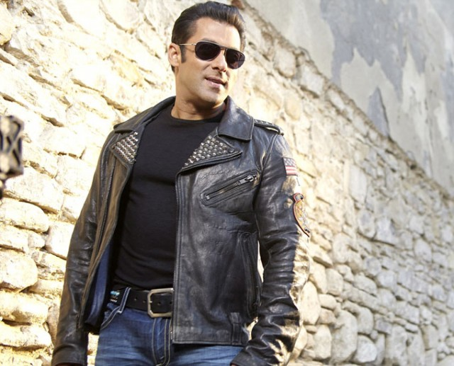 Salman-Khan-Daisy-Shah-at-Bollywood-Indian-Movie-Jai-Ho-Stills-Photoshoot-Pictures-3