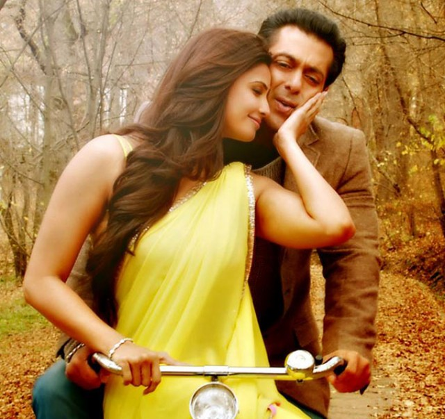 Salman-Khan-Daisy-Shah-at-Bollywood-Indian-Movie-Jai-Ho-Stills-Photoshoot-Pictures-8