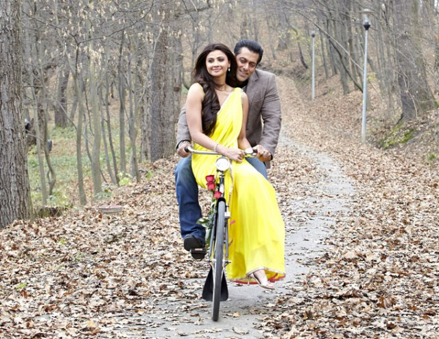 Salman-Khan-Daisy-Shah-at-Bollywood-Indian-Movie-Jai-Ho-Stills-Photoshoot-Pictures-9
