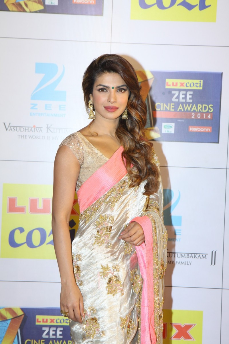 Bollywood-Indian-Movies-Celebs-At-The-Zee-Cine-Awards-Photos-Pictures-4