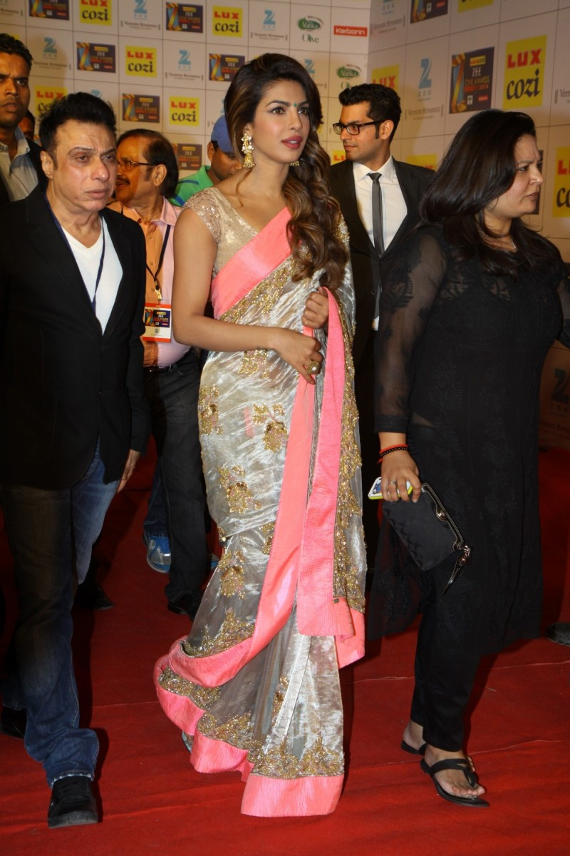 Bollywood-Indian-Movies-Celebs-At-The-Zee-Cine-Awards-Photos-Pictures-5
