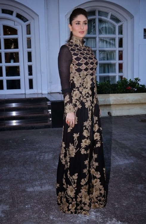 Kareena-Kapoor-Wear-Beautiful-Black-Gold-Churidar-Anarkali-Frock-Dress-by-Designer-Anamika-Khanna-10