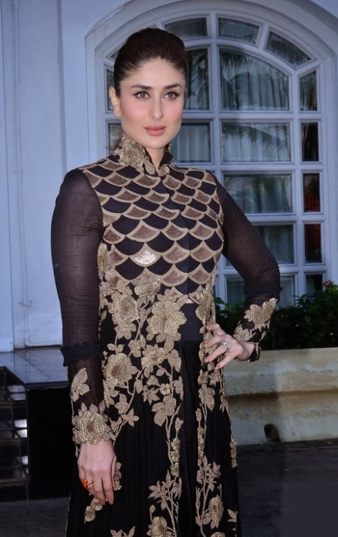 Kareena-Kapoor-Wear-Beautiful-Black-Gold-Churidar-Anarkali-Frock-Dress-by-Designer-Anamika-Khanna-4