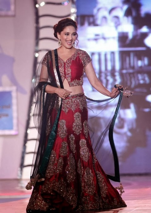Indian-Bollywood-Celebs-at-Manish-Malohtras-Girls-Child-Outfits-Suits-Latest-Fashion-Show-1