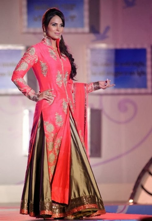 Indian-Bollywood-Celebs-at-Manish-Malohtras-Girls-Child-Outfits-Suits-Latest-Fashion-Show-4