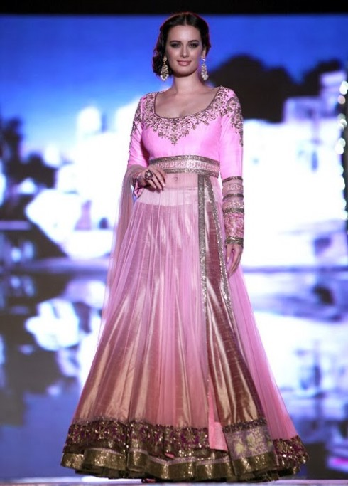Indian-Bollywood-Celebs-at-Manish-Malohtras-Girls-Child-Outfits-Suits-Latest-Fashion-Show-5
