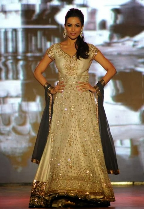 Indian-Bollywood-Celebs-at-Manish-Malohtras-Girls-Child-Outfits-Suits-Latest-Fashion-Show-6