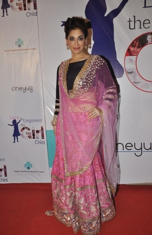 Indian-Bollywood-Celebs-at-Manish-Malohtras-Girls-Child-Outfits-Suits-Latest-Fashion-Show-9
