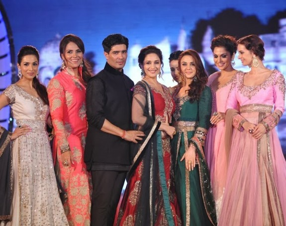 Indian-Bollywood-Celebs-at-Manish-Malohtras-Girls-Child-Outfits-Suits-Latest-Fashion-Show-