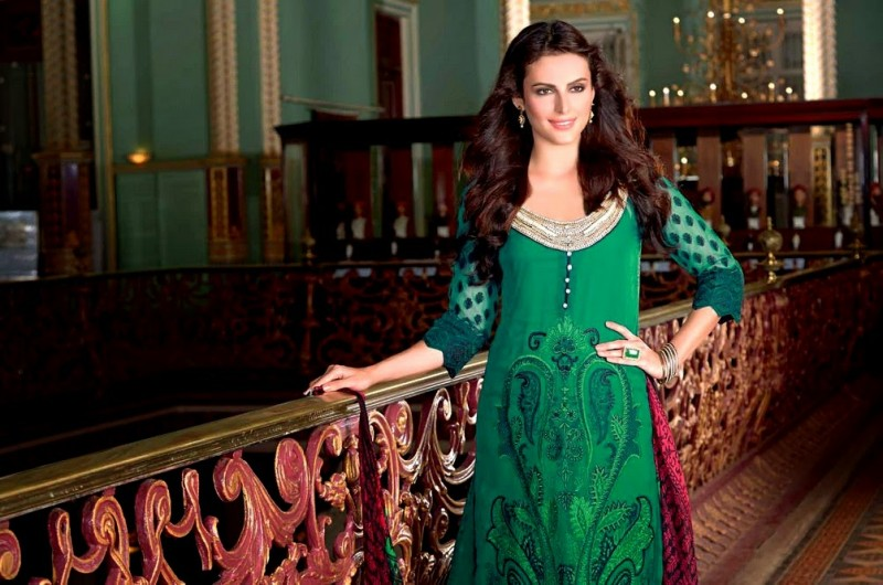 Beautiful-Girls-Women-Wear-New-Fashion-Outfits-Suits-Catalogue-by-Festive-Eid-Gul-Ahmed-