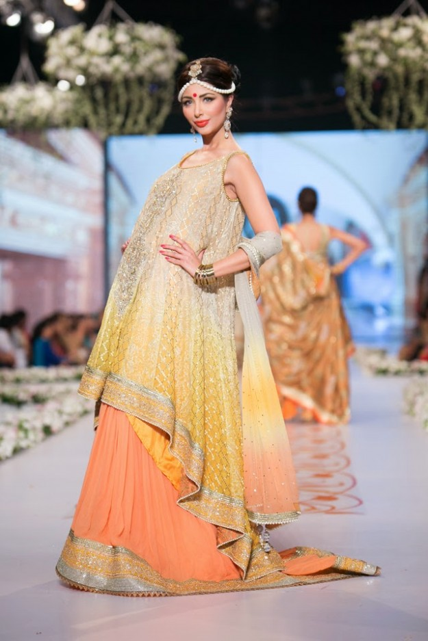 Bridal-Wedding-New-Fashion-Dress-at-PBCW-by-Designer-Deepak-Perwani-11