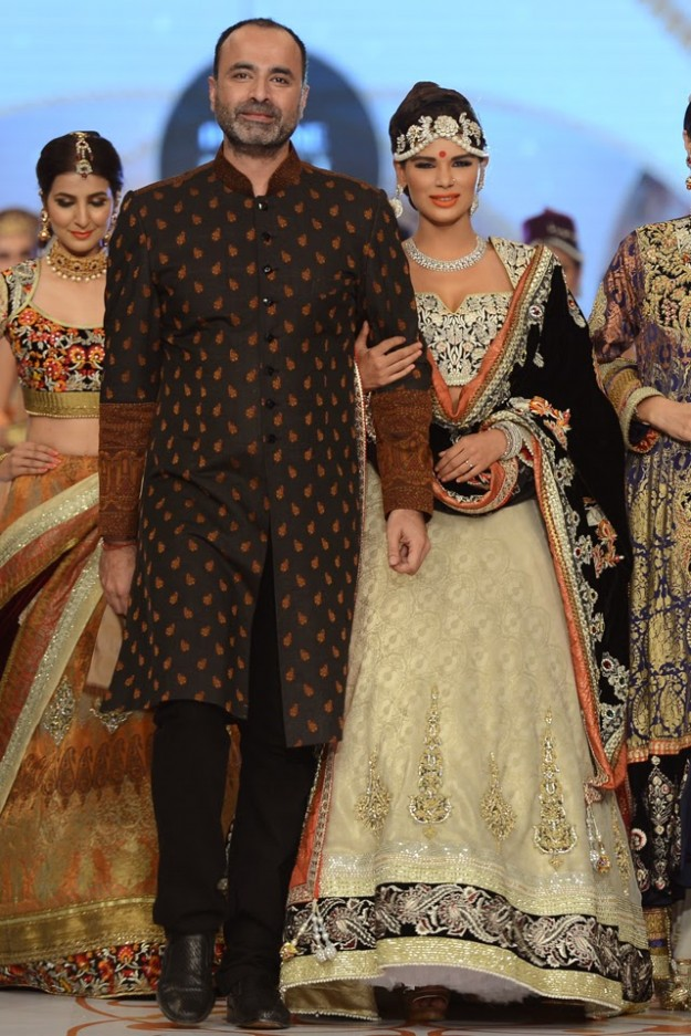 Bridal-Wedding-New-Fashion-Dress-at-PBCW-by-Designer-Deepak-Perwani-13