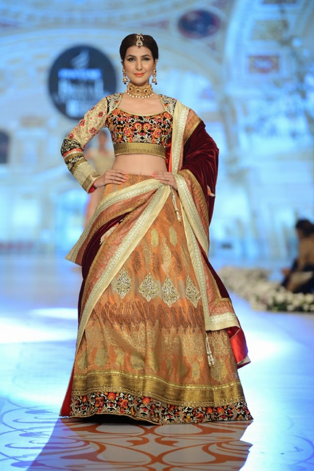 Bridal-Wedding-New-Fashion-Dress-at-PBCW-by-Designer-Deepak-Perwani-3