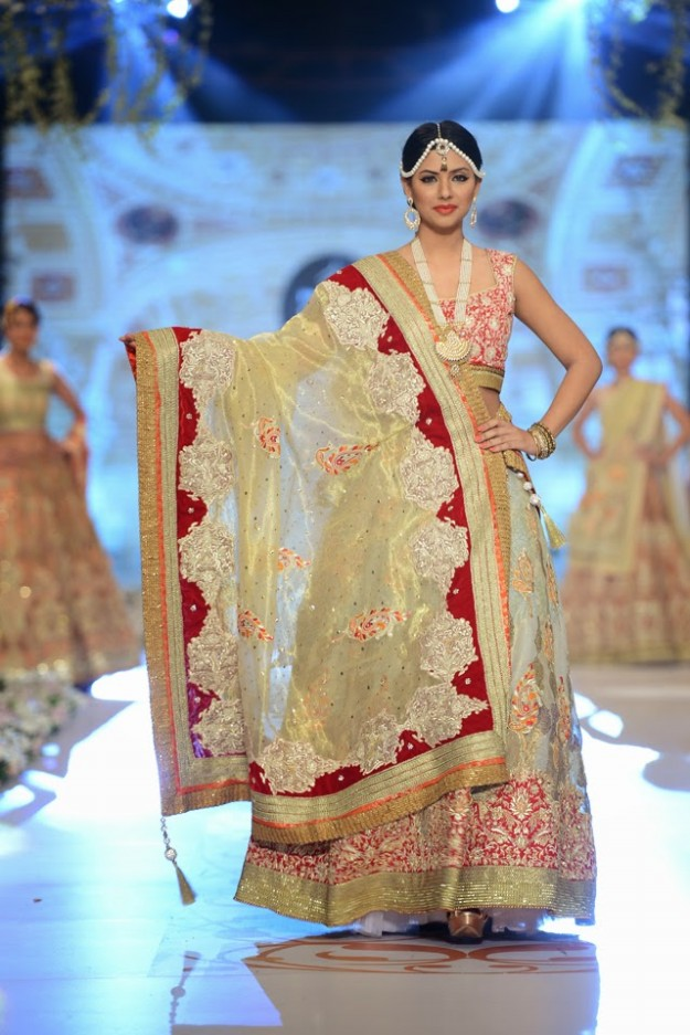Bridal-Wedding-New-Fashion-Dress-at-PBCW-by-Designer-Deepak-Perwani-5
