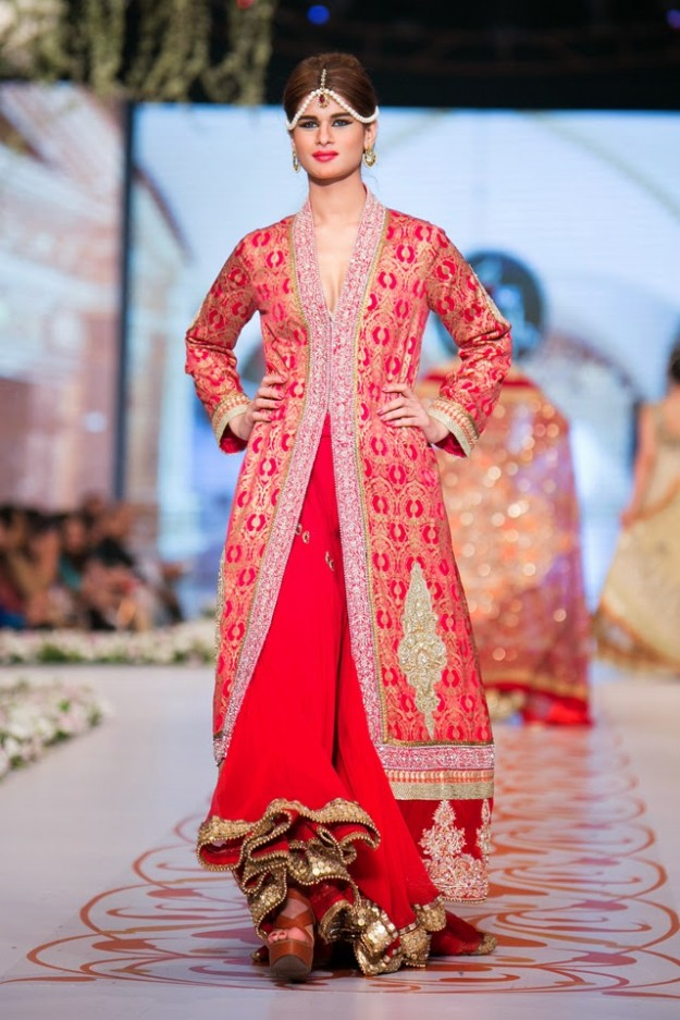 Bridal-Wedding-New-Fashion-Dress-at-PBCW-by-Designer-Deepak-Perwani-6