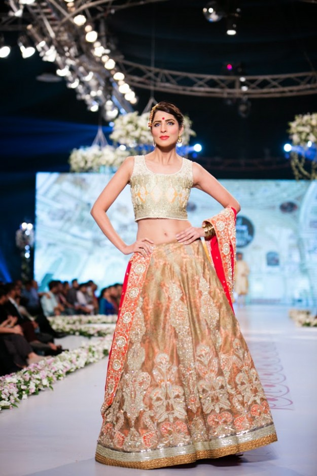 Bridal-Wedding-New-Fashion-Dress-at-PBCW-by-Designer-Deepak-Perwani-7