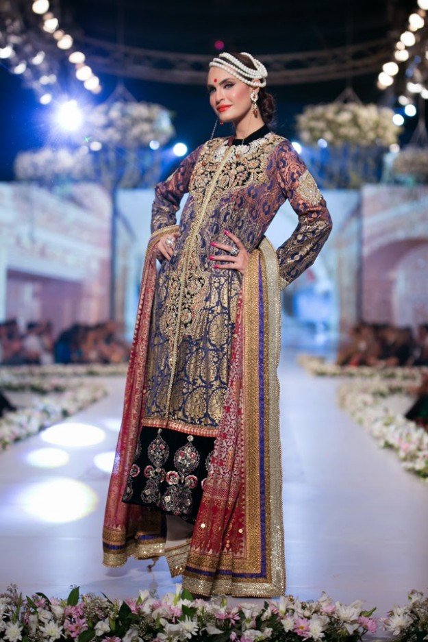 Bridal-Wedding-New-Fashion-Dress-at-PBCW-by-Designer-Deepak-Perwani-8