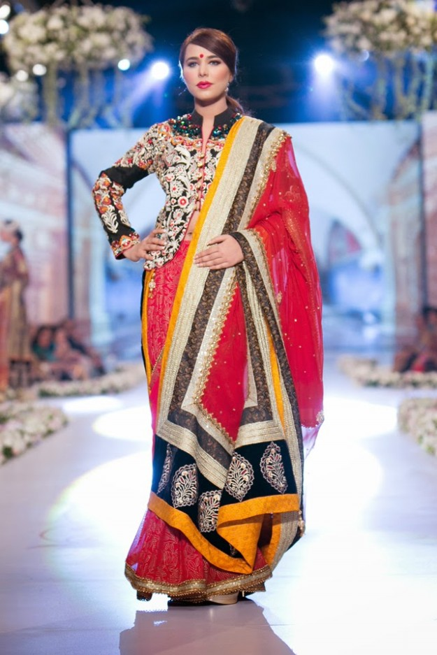 Bridal-Wedding-New-Fashion-Dress-at-PBCW-by-Designer-Deepak-Perwani-9
