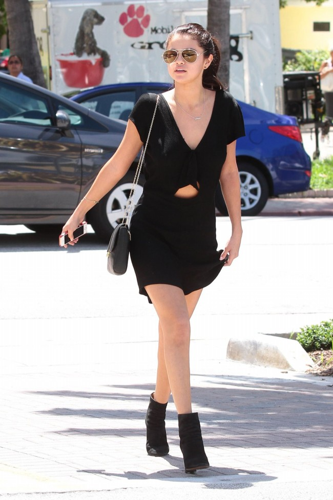 Selena-Gomez-Out-and-About-in-Miami-City-Pictures-Image-1