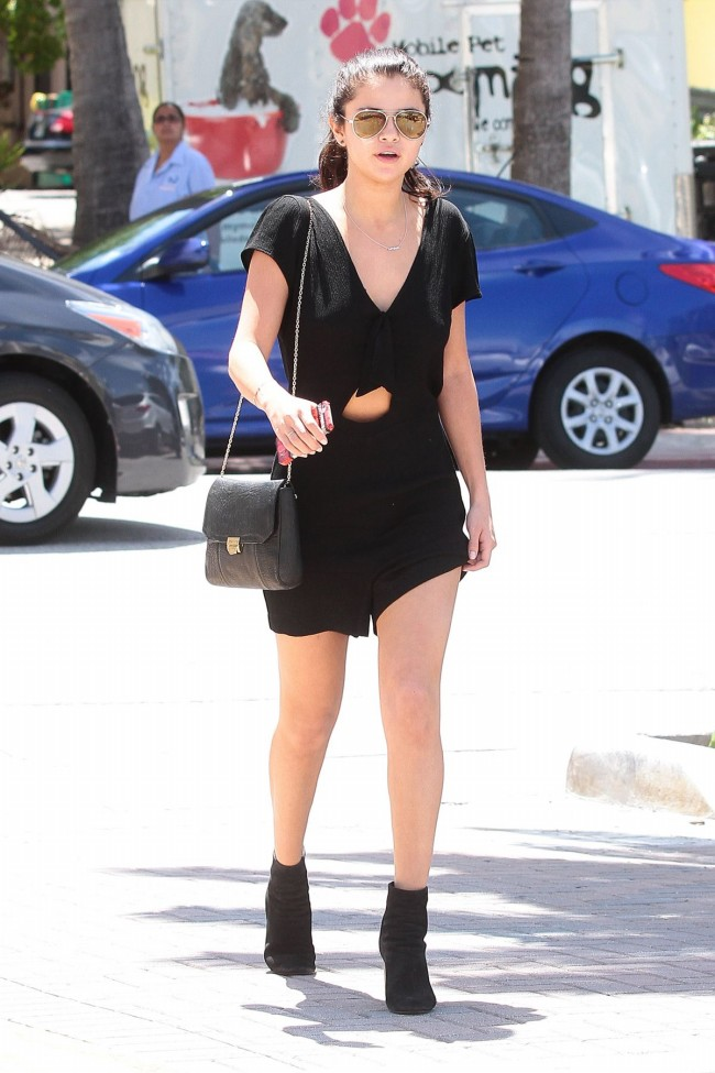Selena-Gomez-Out-and-About-in-Miami-City-Pictures-Image-