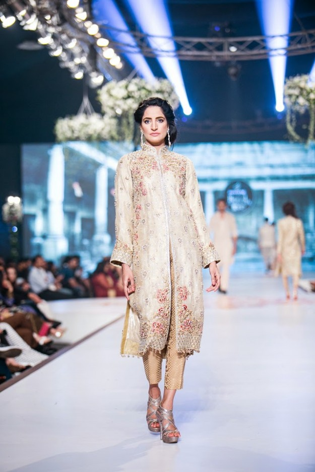 Wedding-Bridal-New-Fashion-Dress-Collection-at-PBCW-by-Designer-Faraz-Manan-8