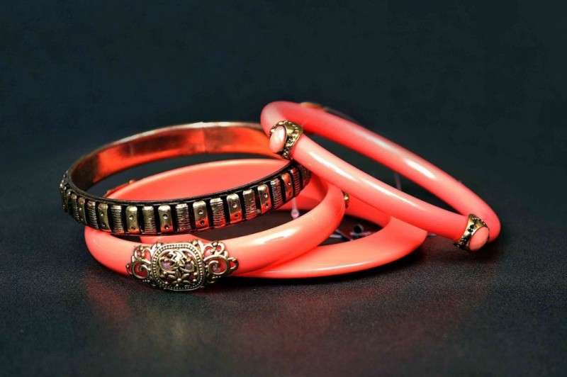 Beautiful-Girls-New-Fashion-Bangels-Choorian-Kangan-Bracelet-Designs-by-Metro-Jewellery-1
