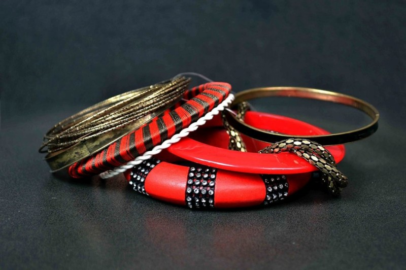 Beautiful-Girls-New-Fashion-Bangels-Choorian-Kangan-Bracelet-Designs-by-Metro-Jewellery-2