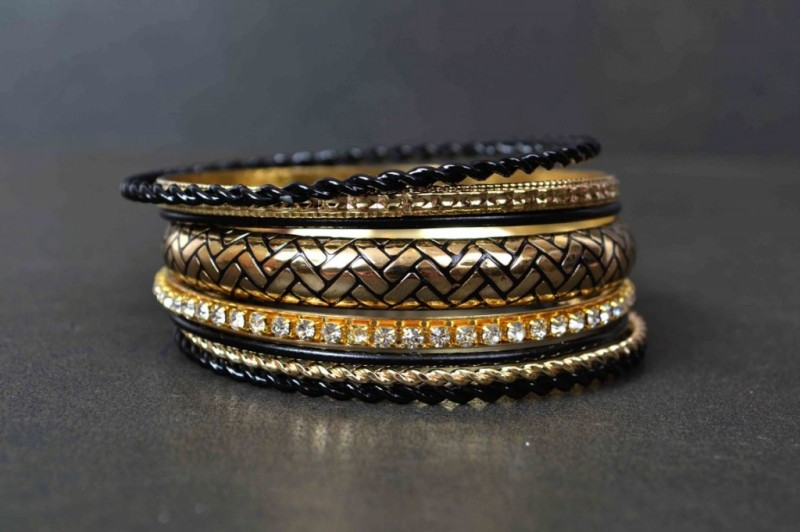 Beautiful-Girls-New-Fashion-Bangels-Choorian-Kangan-Bracelet-Designs-by-Metro-Jewellery-5