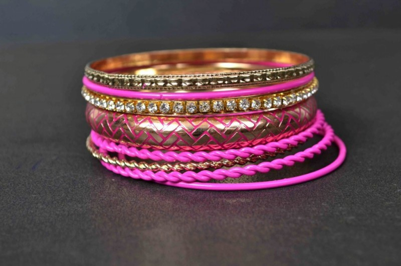 Beautiful-Girls-New-Fashion-Bangels-Choorian-Kangan-Bracelet-Designs-by-Metro-Jewellery-7