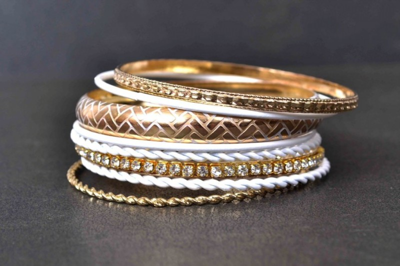 Beautiful-Girls-New-Fashion-Bangels-Choorian-Kangan-Bracelet-Designs-by-Metro-Jewellery-8