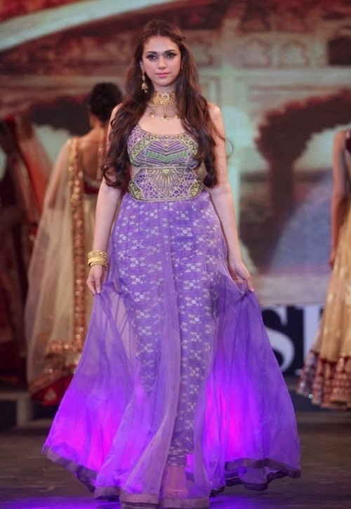 Bridal-Wedding-Dress-Fashion-Show-by-Retail-Jewellers-India-Trendsetters-Launch-1
