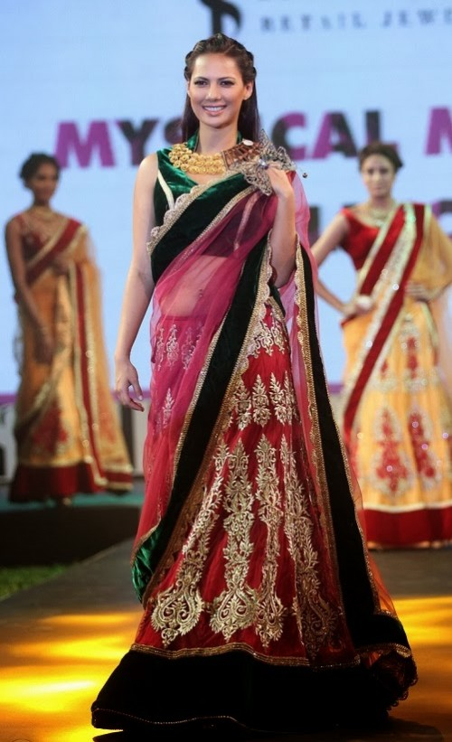 Bridal-Wedding-Dress-Fashion-Show-by-Retail-Jewellers-India-Trendsetters-Launch-2