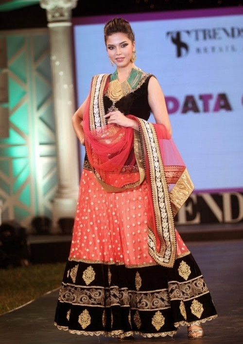 Bridal-Wedding-Dress-Fashion-Show-by-Retail-Jewellers-India-Trendsetters-Launch-3