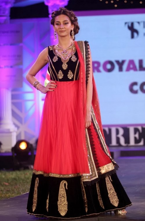 Bridal-Wedding-Dress-Fashion-Show-by-Retail-Jewellers-India-Trendsetters-Launch-4