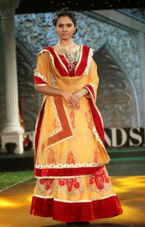Bridal-Wedding-Dress-Fashion-Show-by-Retail-Jewellers-India-Trendsetters-Launch-9