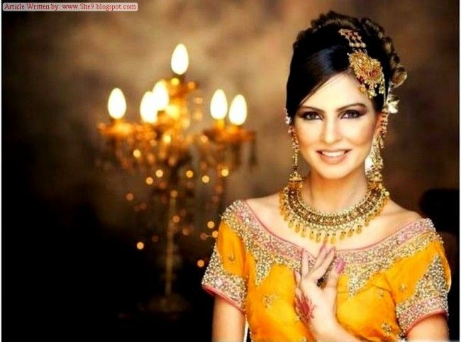 Wedding-Bridal-Hair-Cuts-Style-New-Latest-Fashion-for-Mehndi-Party-Function-1