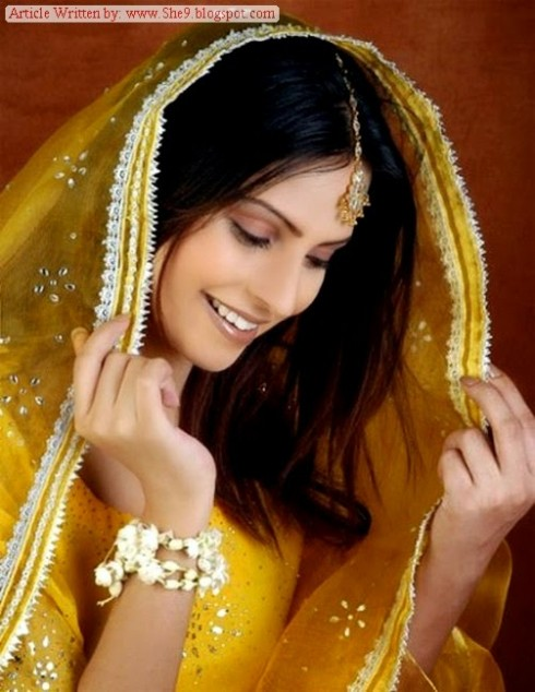Wedding-Bridal-Hair-Cuts-Style-New-Latest-Fashion-for-Mehndi-Party-Function-2