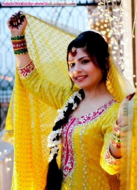 Wedding-Bridal-Hair-Cuts-Style-New-Latest-Fashion-for-Mehndi-Party-Function-7